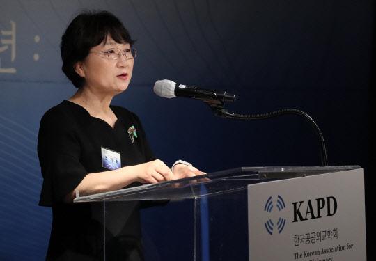 """조기숙 교수, """"민주당 감사원장 겁박, 박근혜 데자뷔""""라며 쓴소리"""